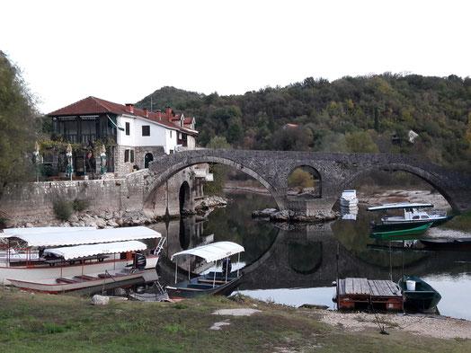 Rijeka Crnojevic village lac Skadar