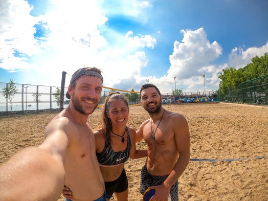 Bastian, Viviane and Emir at the beach volleyball court in Istanbul