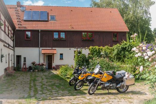 Baernhof Wacker Sächsischen Schweiz - Motorräder im Hof