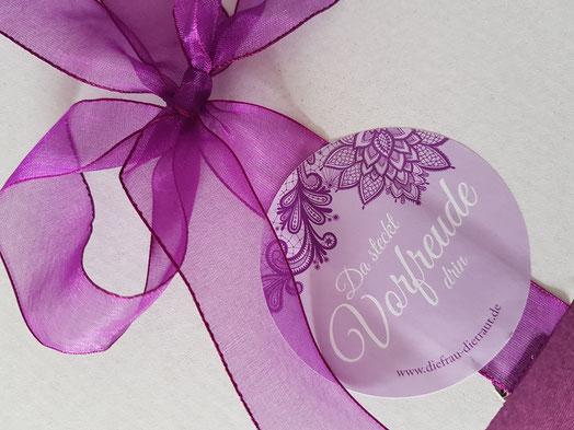 Vorfreude freie Traurednerin Nicole Decker-Paxton Hochzeitrednerin mit Purpurmagie