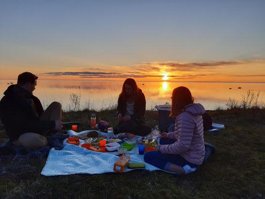 1. Platz der Fotochallenge: Agape auf Öland mit Konrad, Clara und Hannah (v.l.) (Foto: Sonja)