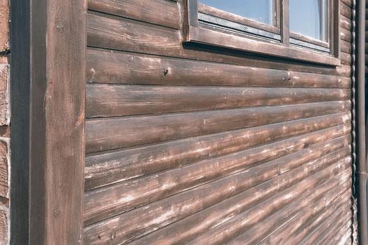 Holzfassade schleifen, Schleifmaschine, DIY, Hausbau, Hausbesitzer, Tiny House