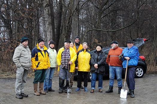 Archivfoto: Amphibienschutzhelfer - Mitglieder der Natur- und Umwelthhilfe Goslar e. V. und der Immenröder Bürgergemeinschaft im Jahr 2013