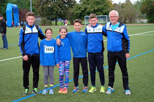 die erfolgreiche Läufergruppe der DJK: Tim, Frieda, Juli, Christian, Finn u. Lauftrainer Gunter