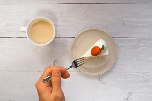 enjoyと書かれた紙コップが3つ。
