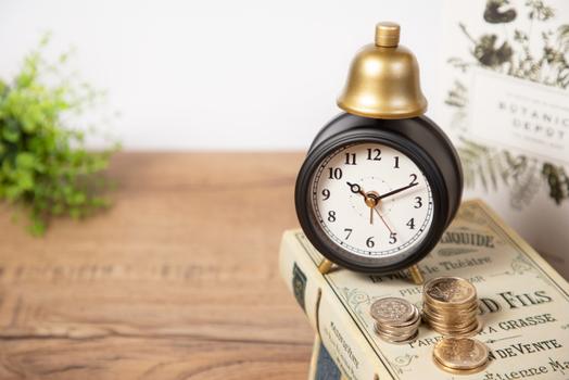 テイクアウト用のコーヒーカップ。Lサイズ、Mサイズ、Sサイズが並んでいる。