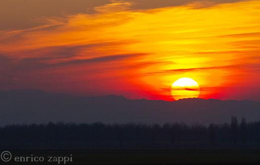 Il tramonto di Capodanno 2014 visto da Fosso Ghiaia (Ra): il connubio sole e terra non si smentisce mai........sicuramente è uno dei più suggestivi dell'Universo!!!