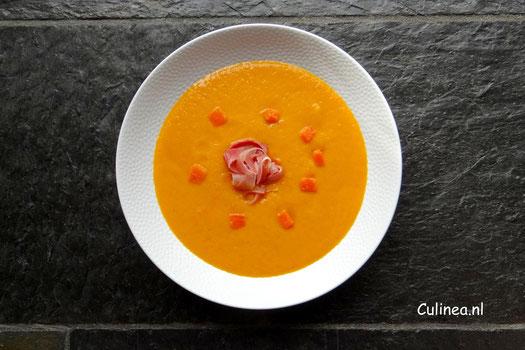 Geroosterde oranje paprika soep