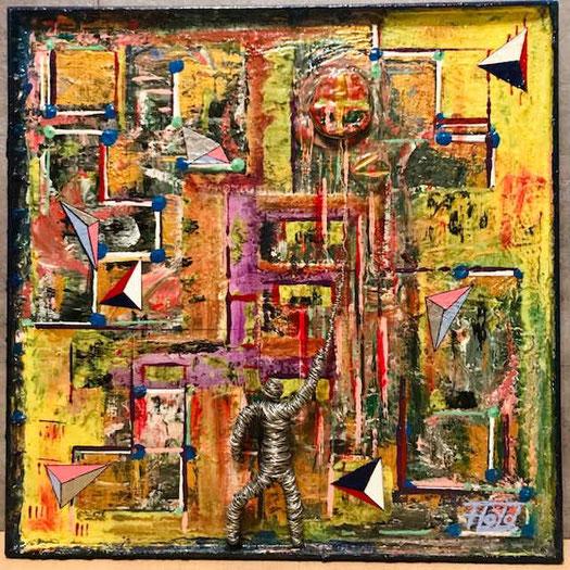 Vielschichtig in Farbe, Struktur, mit silberner Drahtskulptu und scheinbar schwebenden, ungleichen, dreifarbigen Pyramiden. So präsentiert das Kunstwerk seine Vielfältigkeit, auf jedem einzelnen Quadratmillimeter.