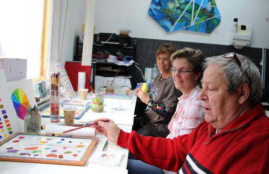 Bild aus dem Atelier, Malkurs, Farbe mischen, Farbklang, Ute Thalheim , Malschule, Umgang mit Farbe