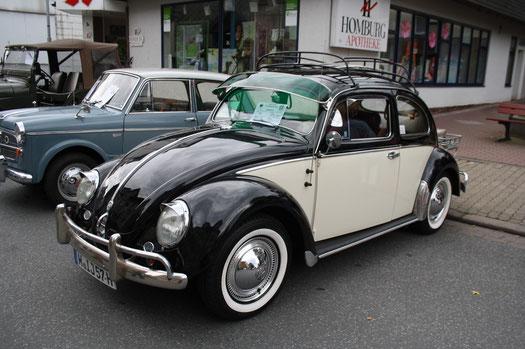 """Volkswagen Typ 1, volkstümlich """"Ovali"""" genannt, wegen des ovalen Heckfensters, das damals das geteilte """"Brezelfenster"""" ersetzte."""
