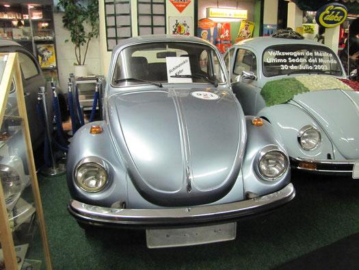 Noch´n Schauspieler: Dieses Auto hat Götz George von seiner Mutter übernommen und selbst gefahren. Daneben einer der letzten in Mexiko gefertigten Käfer.