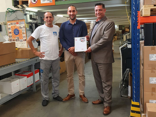 Florian Stähli (Geschäftsleitung André Koch AG), Julian Lopez (Field Sales Executive, DPD Schweiz AG), Murat Yildiz (Lagerchef, André Koch AG) (von rechts nach links)