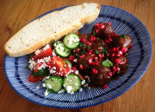 Perzische gehaktballetjes met granaatappel, peterselie en munt.