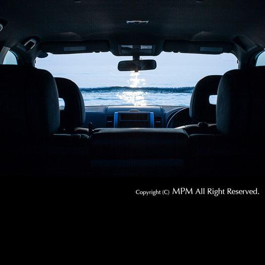 mpm photo 海の見える車窓