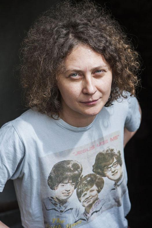 Nicoleta Esinencu scheut sich nicht anzuecken. In ihrer Heimat, der Republik Moldau, stoßen ihre provokanten Texte vor allem auf Ablehnung. Foto: Éric Vazzoler