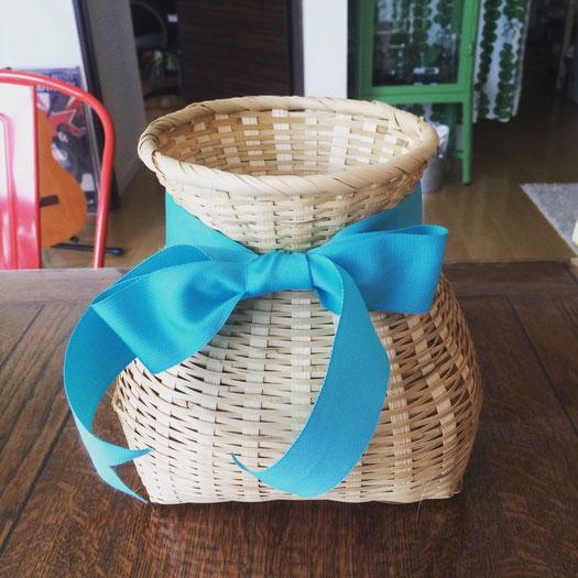 即席で家にあったリボンを付け替えてみたらいい感じ🎀 雰囲気変わった♡  #vase #花瓶 #和