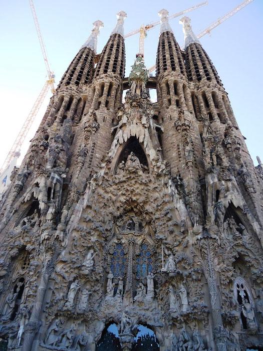 Храм Святого Семейства в Барселоне. Скульптуры фасада Роджества