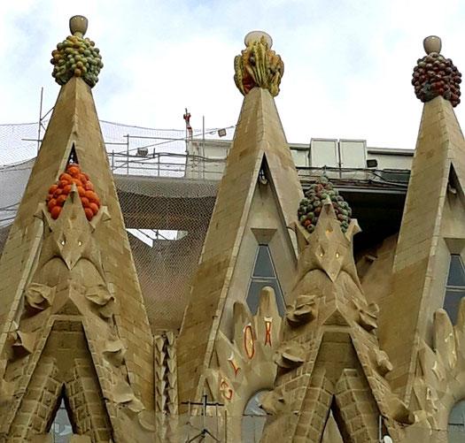 Саграда Фамилия в Барселоне. Значение фруктов