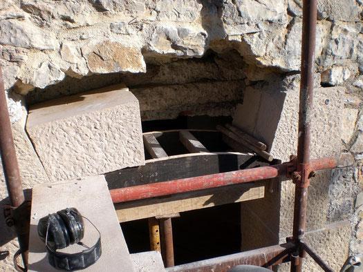 door-frame-stone-thoronet-var-83-arch-installation