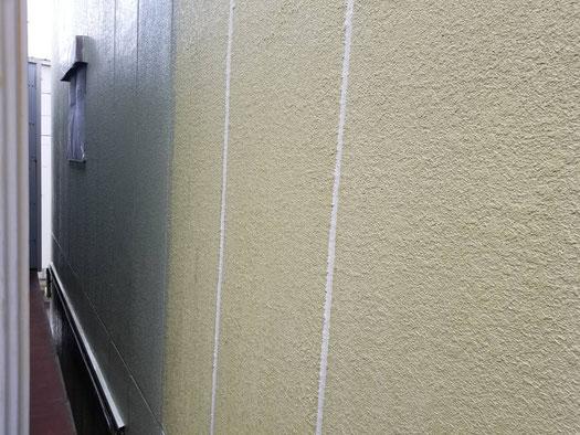 養老町、大垣市、平田町、南濃町、海津町、上石津町、輪之内町で外壁塗装工事中の外壁塗装工事専門店。養老町高田で外壁塗装工事/中塗り作業中