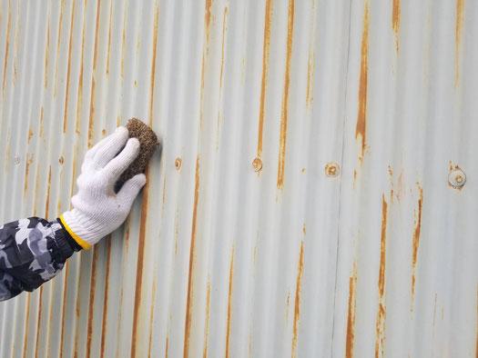 養老町、大垣市、平田町、南濃町、海津町、上石津町、輪之内町で外壁塗装工事中の外壁塗装工事専門店。養老町下笠で外壁塗装工事/ケレン作業中