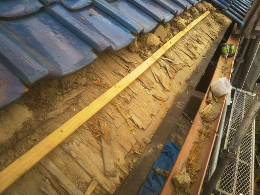 輪之内町、海津市、養老町、羽島市、大垣市、瑞穂市で屋根瓦工事中の屋根工事専門店。輪之内町下大榑で屋根瓦工事/既存瓦捲り、木下地作業中