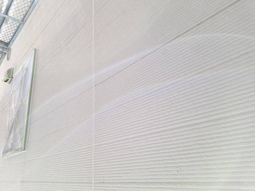 桑名市、多度町、南濃町、海津町、北勢町、員弁町、東員町、長島町、で外壁塗装工事中の外壁塗装工事専門店。多度町小山で外壁塗装工事/シーリング作業中