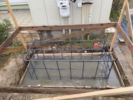 配筋後、捨てコンクリートを打設します