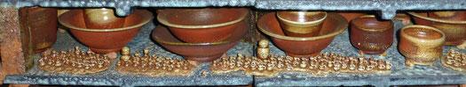 希望の子壷もどうせんぼうの上に配置し焼成。