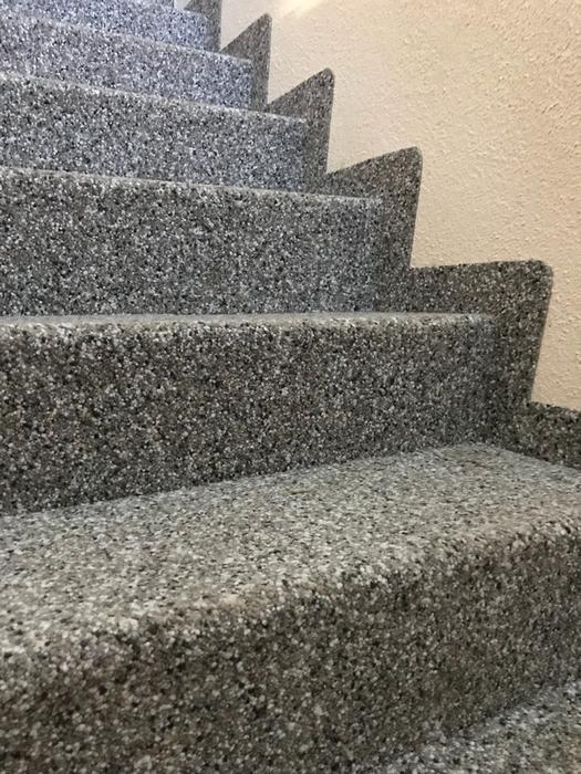 Treppe mit Winkeln einseitig offen Resista Impression