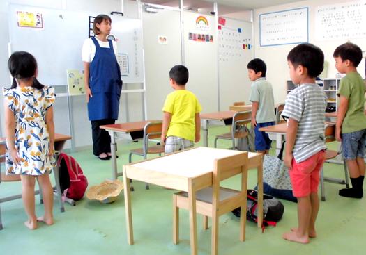 みなそらのSSTは小学校に似せた環境を設定した板書の練習や一斉指示を聞く練習をしています