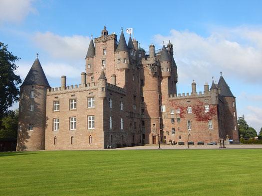 Glamis Castle [Skizze]. Ein Schloss, voller Blut, Tot und Verderben. In diesem Schloss sollen gleich mehrere Geister ihr Unwesen treiben.