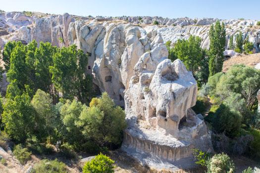 Caves in sandstone near Gomeda valley