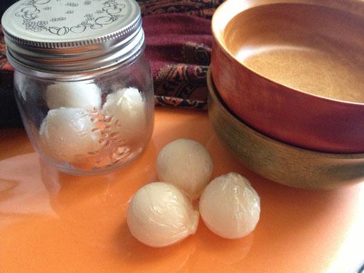 島で作られる手作りのココナッツオイル