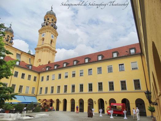 Sektempfang an den Top-Sehenswürdigkeiten Münchens: Theatinerkirche