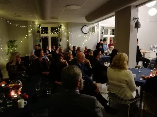 P.Lukas feiert seinen 50.Geburtstag und die Praktikanten feiern mit