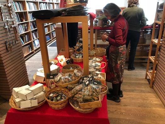 Ohne den Einsatz von vielen Freiwilligen würde die Buchhandlung nicht laufen
