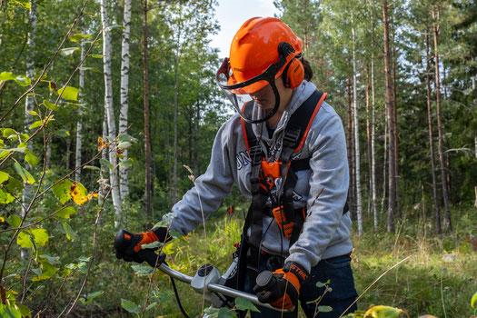 Hanne bei der Waldarbeit