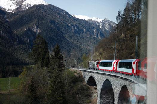Über Viadukte durch die Alpen - der Glacier Express
