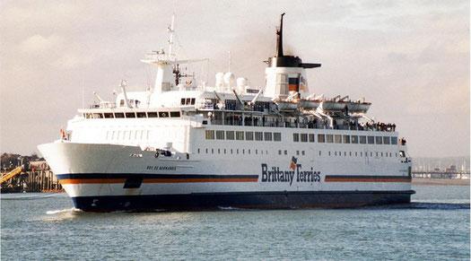 Le M/V Duc de Normandie entrant dans le port de Portsmouth.