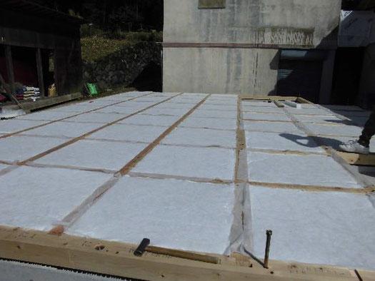 断熱性能計算に基づく床断熱施工状況