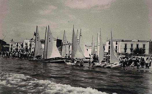 Agost 1942, regata que definirà el model únic de patí català ( Fons Horro, Vilanova i la Geltrú 1942)
