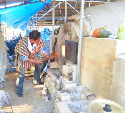 小林夢狂 鳩山古代再生窯の窯焚きの様子 MukyoKobayashi