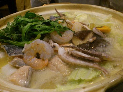 今日のメインは「海鮮鍋」。2人前でそこそこお腹いっぱいになります。