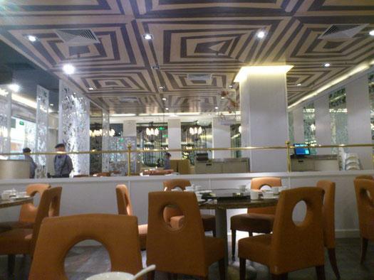最近はこういったモダンな中華料理店が増加中ですね。