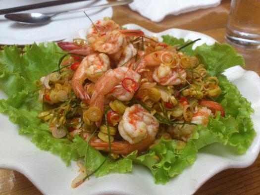 海老サラダの「香茅鲜虾沙拉」は48元。まさに酸っぱ辛いタイ料理そのものです。