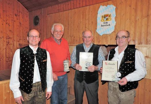 von links nach rechts: 1. Vorstand Gerhard Beck, Rudolf Stauss, Josef Wackerl sen. und Martin Steiner jun.