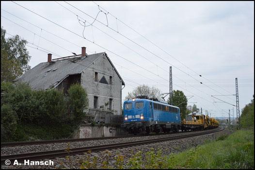 Hinter PRESS 140 046-0 verbirgt sich 140 837-6. Sie fährt am grauen 7. Mai 2019 durch Chemnitz-Furth gen Riesa