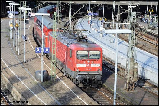Am 8. November 2015 fährt 112 150-8 mit RB81 nach Ahrensburg in den Hamburger Hbf. ein